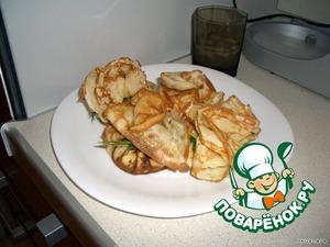 Когда все остынет:   на блин в серединку кладем столовую ложку жульена и соединяем все стороны блина как-бы в виде мешочка, и перевязываем для фиксации зеленью. Блюдо очень оригинальное и очень вкусное, перед подачей на стол - подогреваем его в микроволновой печи или в духовке.    Приятного аппетита.
