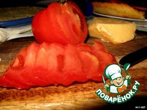 Режем дольками помидор.