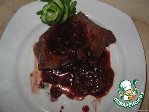 Мясо под пикантным брусничным соусом готово! Приятного аппетита!