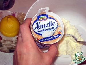 Теперь 1/3 кокосового крема отложить и убрать в холодильник    Сыр любой сливочный подойдет (Маскарпоне, Филадельфия, крем-бонжур…). Я обычно беру Альметте сливочный или с йогуртом.   150 г сливочного сыра взбить с оставшимся кокосовым кремом, постепенно добавить сок лимона, при желании и ароматизации можно добавить ложку любого спиртного, особенно будет актуален ром или сливочный ликер.   Зрительно крем поделить на 6 частей.