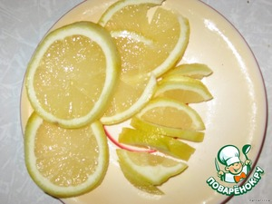 ... а лимон режем на дольки