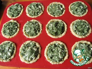 2. To decompose the depressions with the filling. Bake 30 min at 180 degrees.