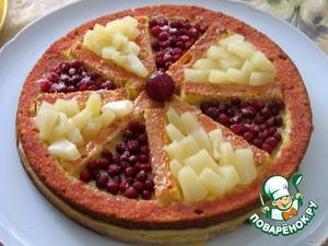 9.Уложить в лунки ананас и клюкву (чередуя). В центр положить крупную вишенку без косточки