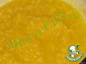яблоко очистить от серединки и кожуры, натереть на терке, а можно измельчить вместе с лимонами и апельсином.   B миску выкладываем измельченные фрукты, добавляем 3 стол.л. меда и ставим на плиту, помешивая, доводтим до кипения и готовим еще минуты 3-4 после закипания.   в готовую фруктовую массу добавляем крахмал и хорошенько все перемешиваем.