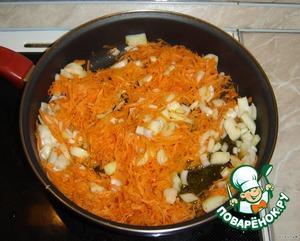 Затем пожарим лук, морковь,   И ужин наш почти готов!