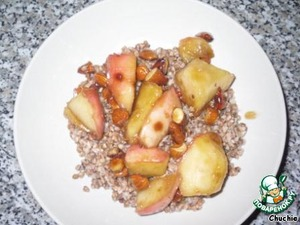 Buckwheat is on the plate, apples-honey-nuts - on top.   Bon appetite)