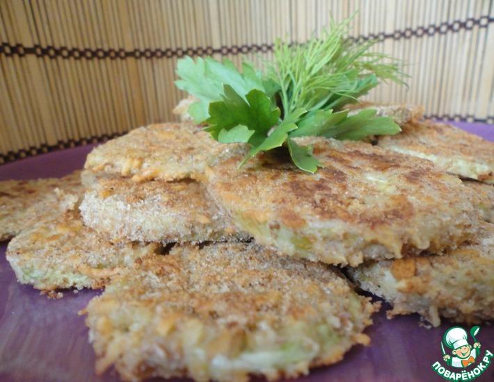Рецепт: Чипсы из кабачков в сырной корочке