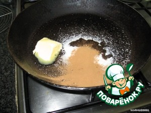 12. Приготовить карамель, 50 гр. масла, чайная ложка ванили, 50-70 гр. сахара, корица на кончике ножа, цедра лимона. Добавить ложку сиропа.