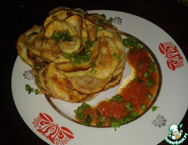 Рецепт: Жареные кабачки с помидорным соусом