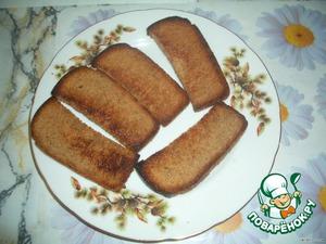 Шаг № 1: Обжариваем хлеб на растительном масле.