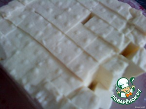 Finely chop the tofu (I already cut directly into the hand, but if unusual, it is best on the Board). Protein is very soft and very easy to cut.  Then add a jar of canned corn. Allow to simmer for 5 minutes.