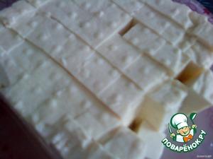 Мелко нарезать тофу (я уже нарезаю прямо на руке, но, если непривычно, то лучше на доске). Белок очень мягкий и очень легко нарезается.    Затем добавить баночку консервированной кукурузы. Дать покипеть минут 5.