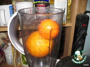 Апельсины измельчить в блендере с кожурой, удалив косточки.
