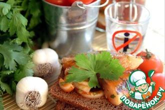 Рецепт: Малосольная маринованная сельдь в томатном соусе