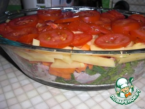 To prepare the foods: cut the meat into pieces, onion half rings, carrots polukruzhochkami,  potato straws, tomatoes circles.  Finely chop the herbs and garlic.  In a container place meat, onion, then greens, then carrots, potatoes and tomatoes on top.   Herbs I have: cilantro, parsley, dill, green onions.