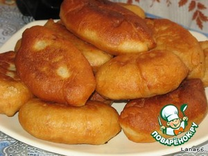 Cakes on pastry yeast dough