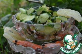 Рецепт: Салат из огурцов, авокадо и лимона