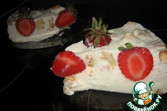 Рецепт: Торт Сметанный с клубникой без выпечки