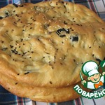 Фокачча с маслинами и чесноком