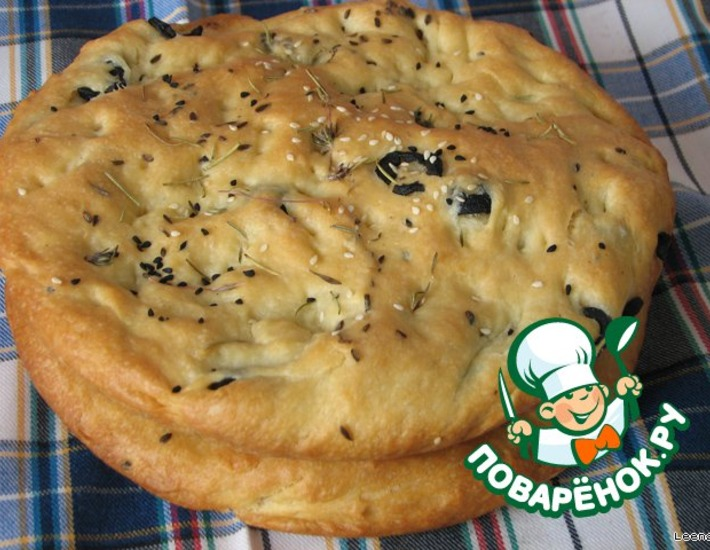 Рецепт: Фокачча с маслинами и чесноком