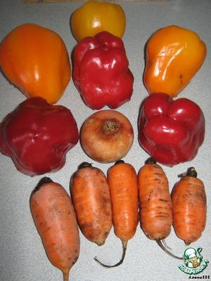 Подготовим перчики, морковь и лук