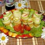 Закусочные рулетики из кабачка с сыром
