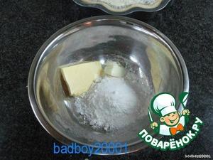 Оставить пирог на полчаса. Смешать 100 г муки, 50 г сливочного масла, щепотку соли и щепотку сахара.