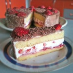 Медовый торт с творожным кремом – кулинарный рецепт