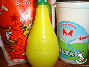 I took the most common, store-bought products - sour cream, milk and lemon juice.
