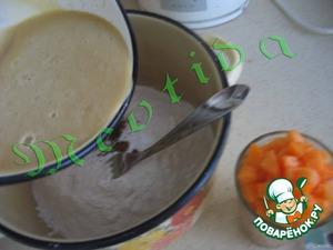 Муку смешать с разрыхлителем. Жидкую смесь влить в мучную, смешать вилкой, чтобы получилось рыхлое тесто. Добавить порезанные абрикоски, хорошо перемешать, НО аккуратно, чтобы абрикоски остались кубиками.