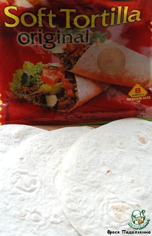 Лепешки тортильяс слегка разогреть.    Вот так выглядят покупные, очень мягкие!   Можно и самим приготовить, на сайте были рецепты.