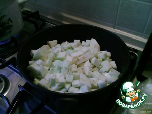 Small cut zucchini and simmer.