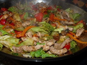 Mix meat with vegetables. Salt, pepper, add herbs and lemon juice. All mix well and fry a little. You must make sure that the vegetables remain al dente.