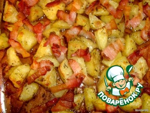 After 5-8 minutes, the potatoes with strips of bacon ready.