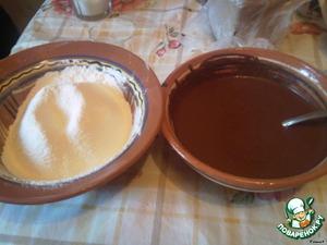 Муку смешать с содой и разрыхлителем. Получаем 2 мисочки с ингредиентами.