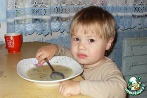 Супчик готов. Пока я фоткала пробную порцию, прилетел мой младший.    Фрикадельки ушли первыми.