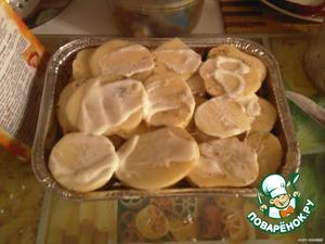 Каждый слой посыпать солью, перцем и специями и промазать майонезом.