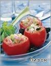 Спагетти перемешать с зеленным горошком и пармезаном. Нафаршировать помидоры и уложить в форму для запекания. Полить помидоры яичной смесью. Запекать 25-35 мин.