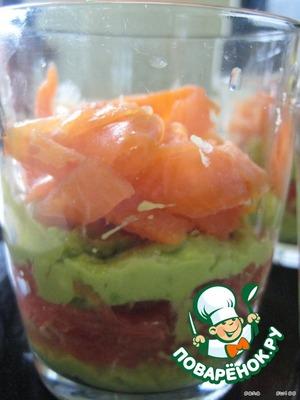 In portion cups spread:  avocado;  grapefruit;  avocado;  salmon.