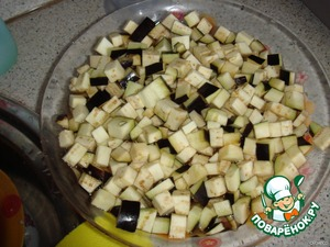 Eggplant cut into cubes and soak in warm water for 10 minutes.