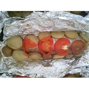 Сиг, запеченный с картофелем и помидором