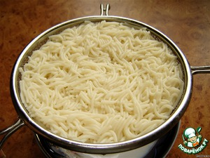First of all boil the noodles (do not salt water), drain and rinse.