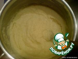 В остывшую манку добавляем цедру лимона, размягченное сливочное масло и сок лимона. Тщательно перемешиваем вилкой и оставляем.