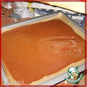 выкладываем на застеленный пекарской бумагой противень, распределяем тесто