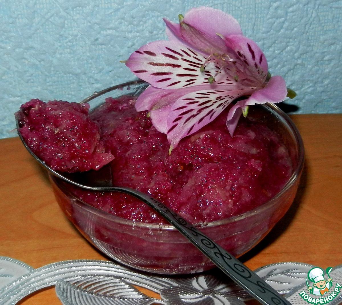 Рулет с кремом из розового варенья