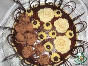 Хотя тортик и получился слегка хлопотным (да и затратным тоже), он с лихвой окупит себя на любом праздничном столе своим насыщенным вкусом и необычным содержанием.   Попробуйте и вы!