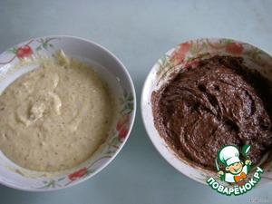Разделить тесто на 2 части.   В одну добавить 1 ст. л. какао, в другую - 1 ст. л. мелко толченных орехов и 1 п. ванильного сахара.