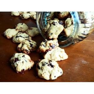 Печенье с шоколадной и карамельной крошкой