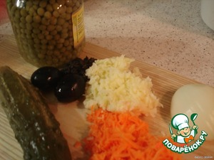 prepare products required for salad(carrots,potatoes and maslinka grated,onion,pickle finely chopped