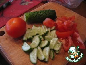 Режем огурчики и помидорки